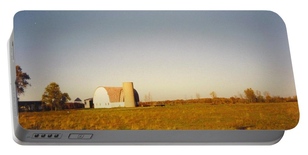 Michigan Barn Portable Battery Charger featuring the photograph Barn by Robert Floyd