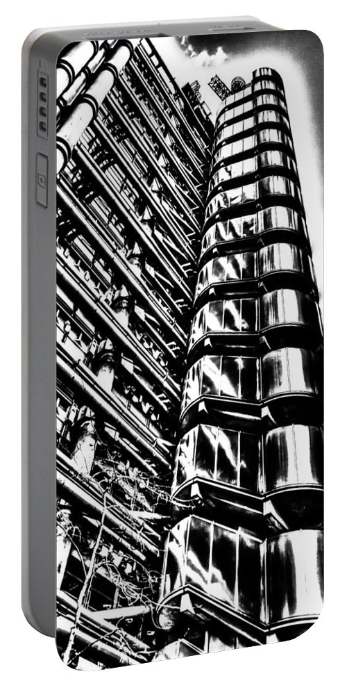 Lloyds Of London Portable Battery Charger featuring the photograph Lloyd's Of London Building by David Pyatt