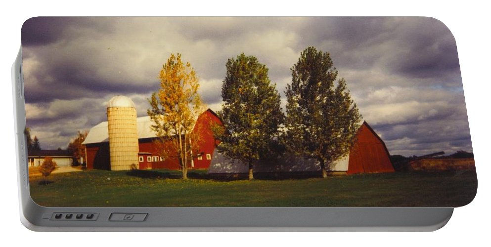 Michigan Barns And Landscape Portable Battery Charger featuring the photograph Barns by Robert Floyd
