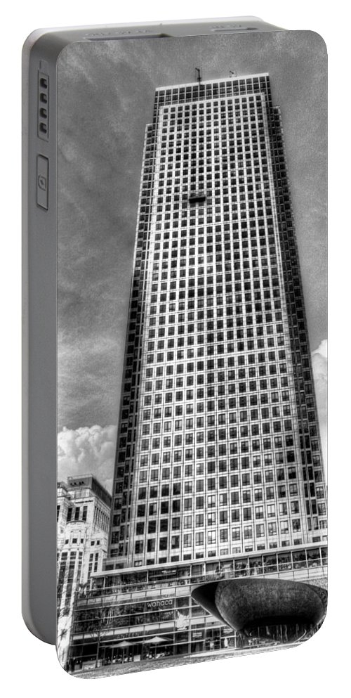 Canary Wharf Portable Battery Charger featuring the photograph Canary Wharf Tower by David Pyatt