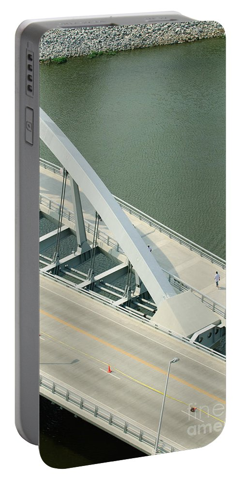 Main Street Bridge Portable Battery Charger featuring the photograph Fx1l-878 Main Street Bridge Columbus Ohio Photo by Ohio Stock Photography