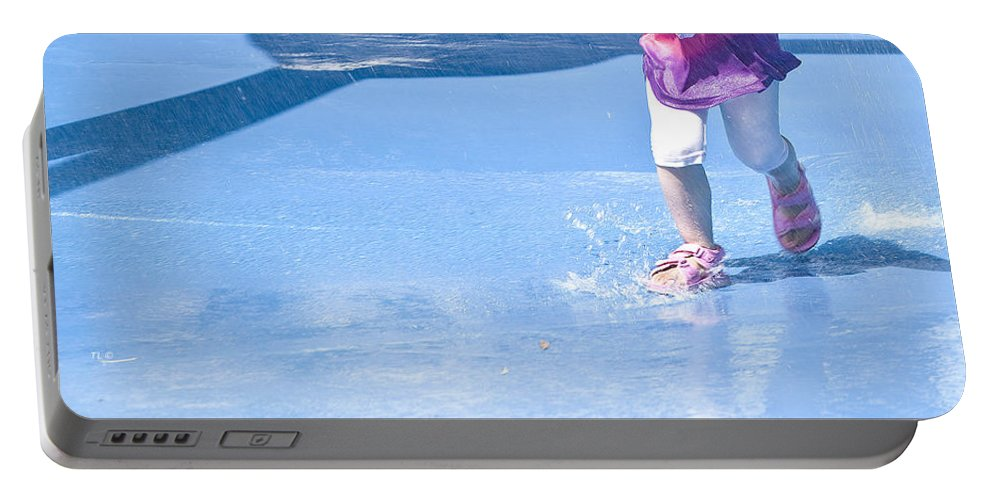 Child Prints Portable Battery Charger featuring the photograph A Splishin' And A Splashin' by Theresa Tahara