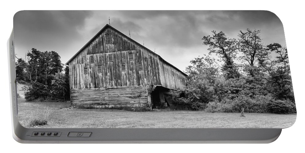Adams County Portable Battery Charger featuring the photograph Adams County Barn 2923b by Guy Whiteley