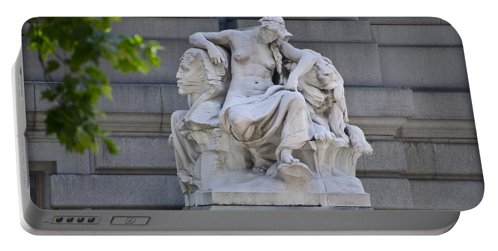 Daniel Portable Battery Charger featuring the photograph Africa Statue - New York City by Bill Cannon