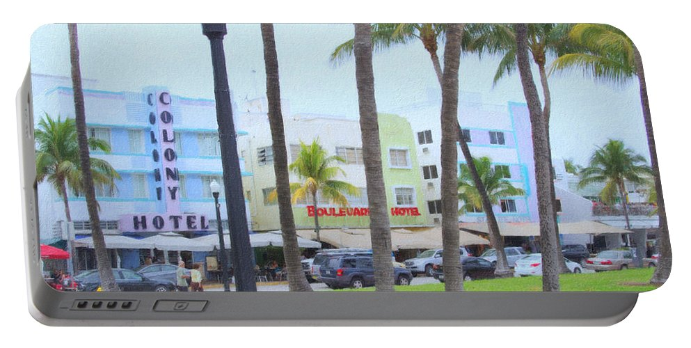Art Deco Portable Battery Charger featuring the photograph Along Ocean Drive by Tom Reynen
