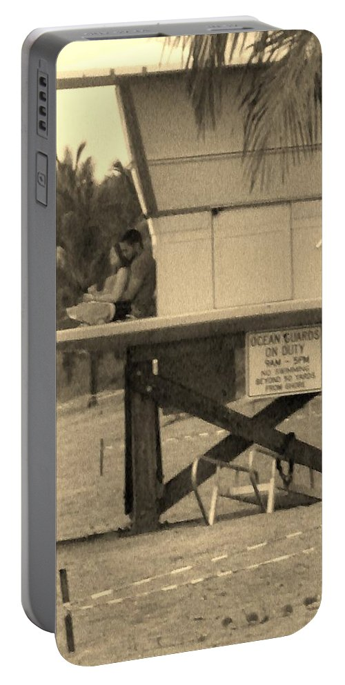 Beach Portable Battery Charger featuring the photograph Am Hug by Chuck Hicks