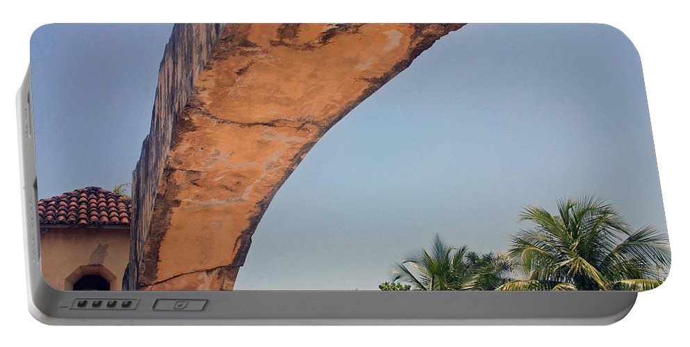 Cozumel Portable Battery Charger featuring the photograph An Arch In Cozumela by Cora Wandel