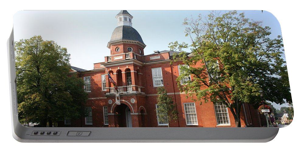 House Portable Battery Charger featuring the photograph Annapolis - County House by Christiane Schulze Art And Photography