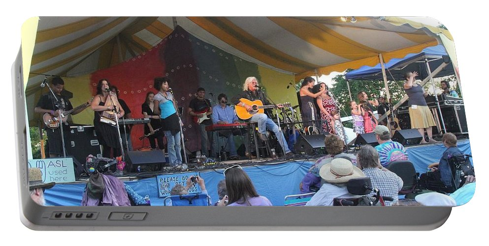 Arlo Guthrie & Family Portable Battery Charger featuring the photograph Arlo Guthrie And Family by Concert Photos