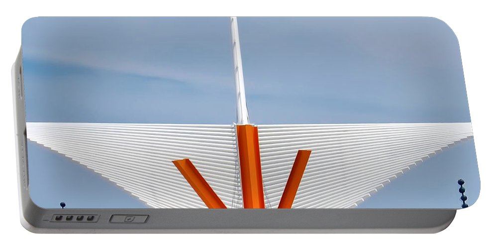 Milwaukee Art Museum Portable Battery Charger featuring the photograph The Milwaukee Art Museum By Santiago Calatrava by David Perry Lawrence