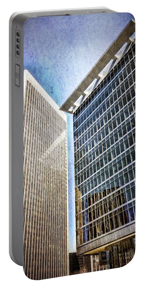 Los Angeles Portable Battery Charger featuring the photograph Avenue Of The Stars by Mark David Gerson