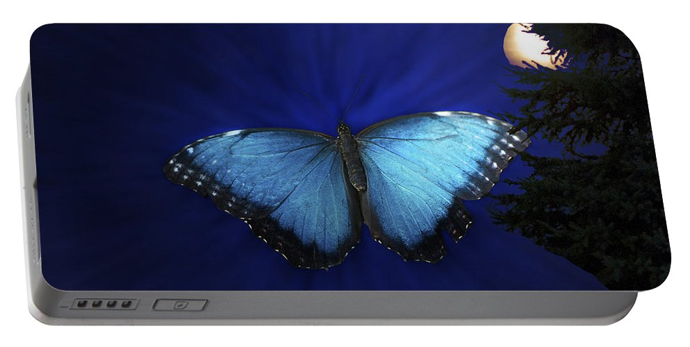 Il Portable Battery Charger featuring the photograph Blue Butterfly Ascending by Thomas Woolworth