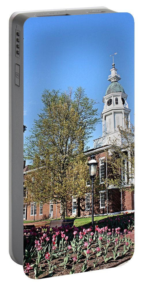 Boyle County Portable Battery Charger featuring the photograph Boyle County Courthouse 3 by Kristin Elmquist