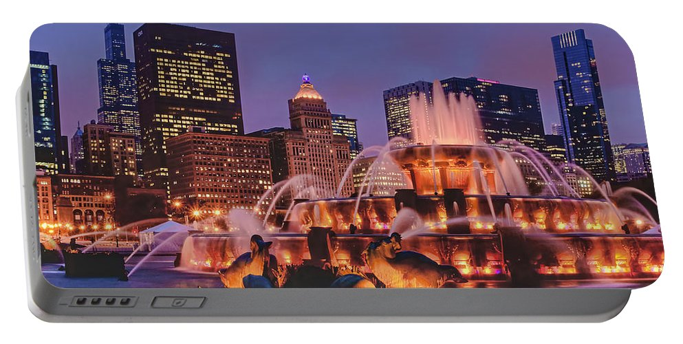 Buckingham Fountain Portable Battery Charger featuring the photograph Buckingham Fountain #3 by Nikolyn McDonald
