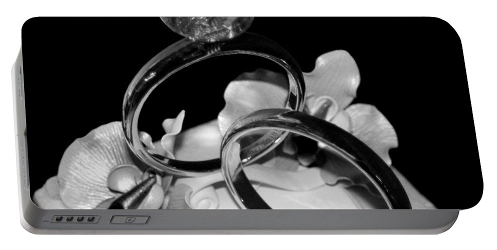 Wedding Rings Portable Battery Charger featuring the photograph Bw Wedding Ring Cake Black by Lesa Fine