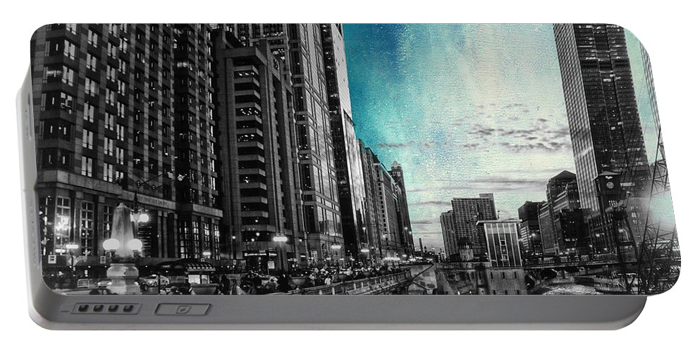 Chicago Portable Battery Charger featuring the photograph Chicago River Hdr Sc Textured by Thomas Woolworth
