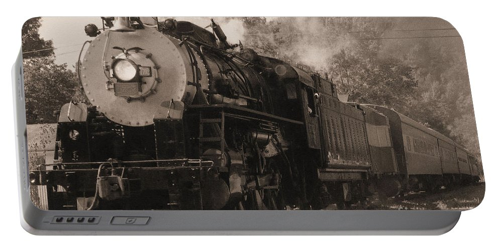 Trains Portable Battery Charger featuring the photograph Coming Around The Mountain by Richard Rizzo
