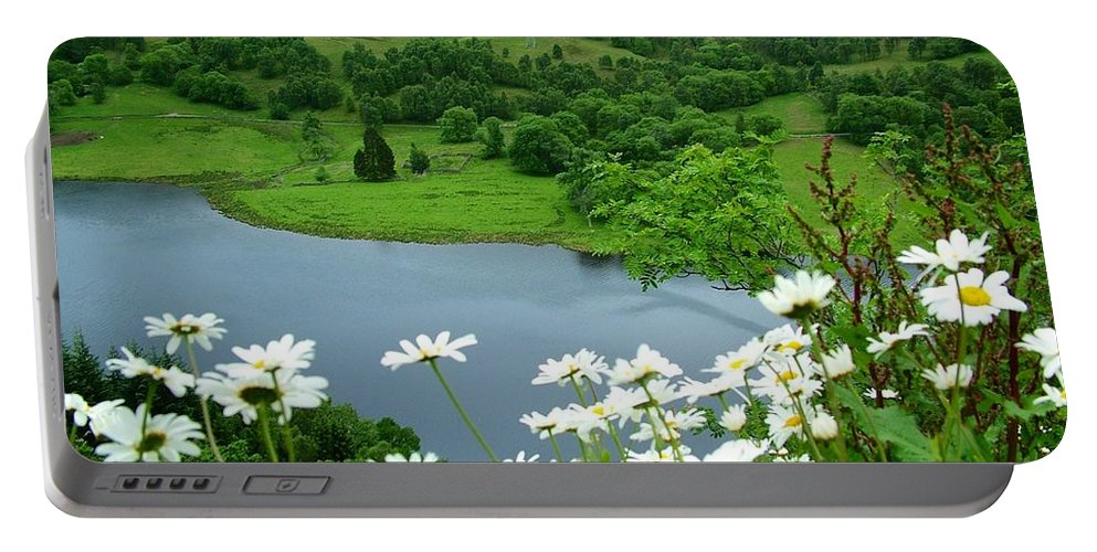 Queen's View Portable Battery Charger featuring the photograph White Daisies At Queens View by Joan-Violet Stretch
