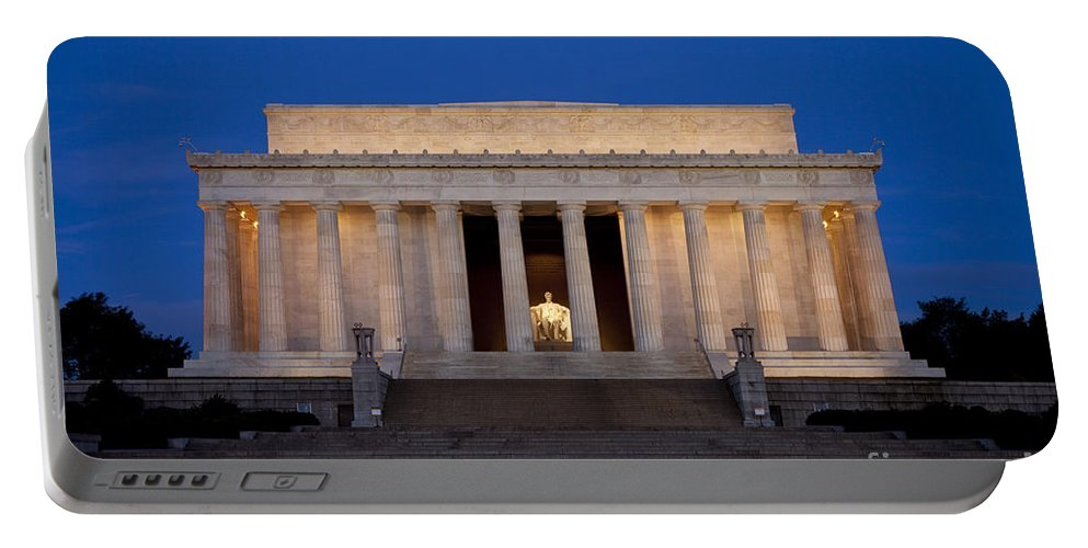 Lincoln Memorial Portable Battery Charger featuring the photograph Dawn At Lincoln Memorial by Brian Jannsen