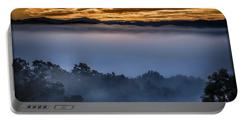 Sunrise Portable Battery Charger featuring the photograph Daybreak Coming To The Smoky Mountains E150 by Wendell Franks