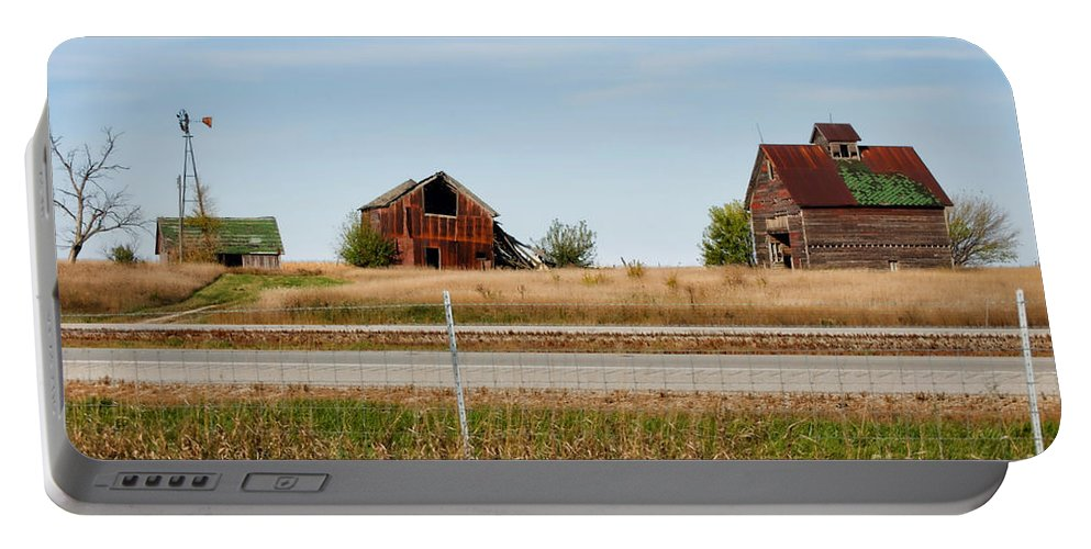 Decaying Farm Portable Battery Charger featuring the photograph Decaying Farm Central Il by Thomas Woolworth