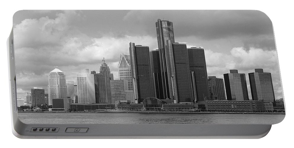 Detroit Portable Battery Charger featuring the photograph Detroit Skyscape by Ann Horn