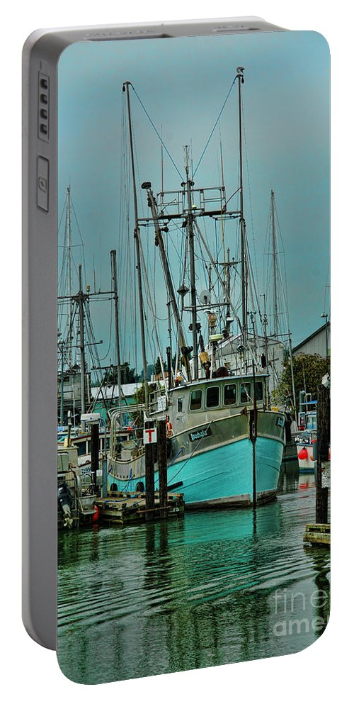 Boats Portable Battery Charger featuring the photograph Duashala Hdrbt4246-13 by Randy Harris
