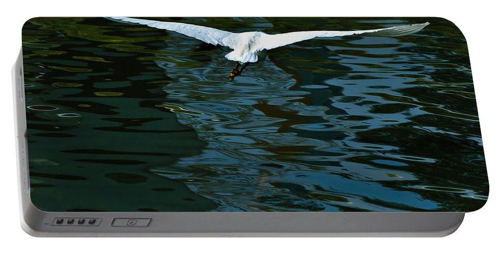 Arizona Portable Battery Charger featuring the painting Flight Of The Egret by Bob and Nadine Johnston