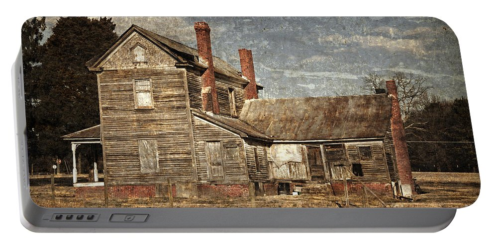 Farmstead Portable Battery Charger featuring the photograph From Grand To Grunge by John Stephens