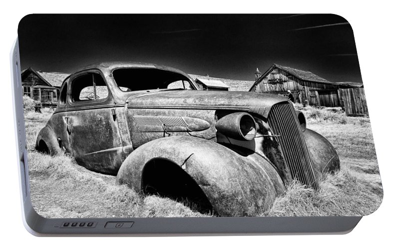 Ghost Town Portable Battery Charger featuring the photograph Goin' Nowhere by Cat Connor