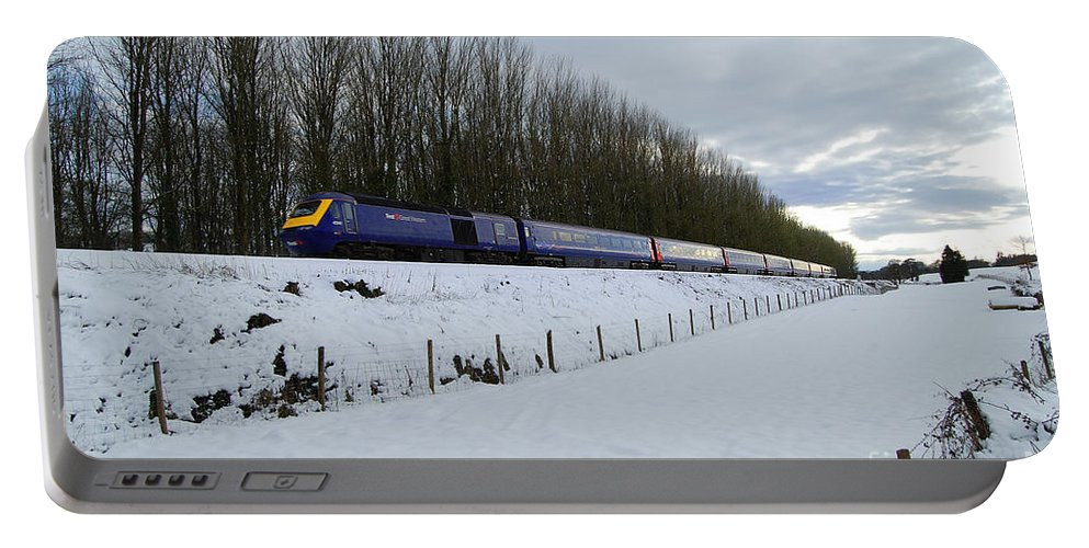 Wellington Portable Battery Charger featuring the photograph Hst In The Snow by Rob Hawkins