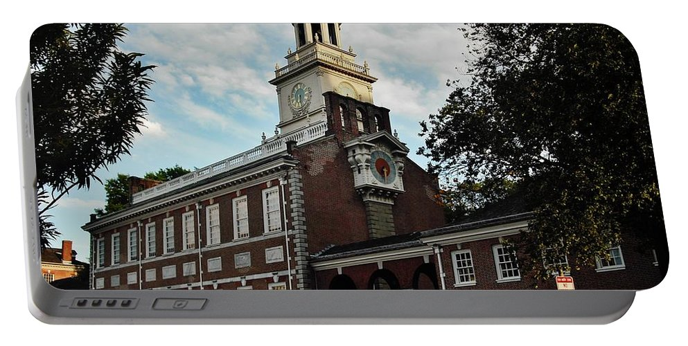 Philadelphia Portable Battery Charger featuring the photograph Independence Hall by Ed Sweeney