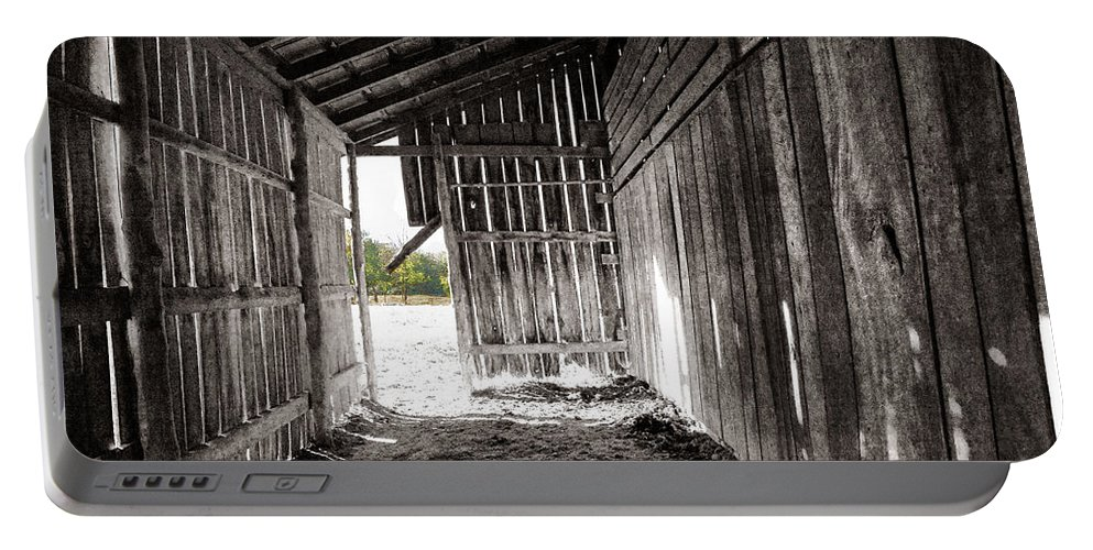 Tennessee Portable Battery Charger featuring the photograph Interiors In Black And White by Diana Powell