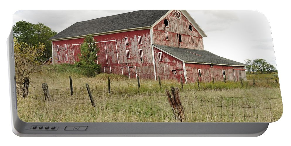 Barn Portable Battery Charger featuring the photograph Ligonier Barn by David Arment