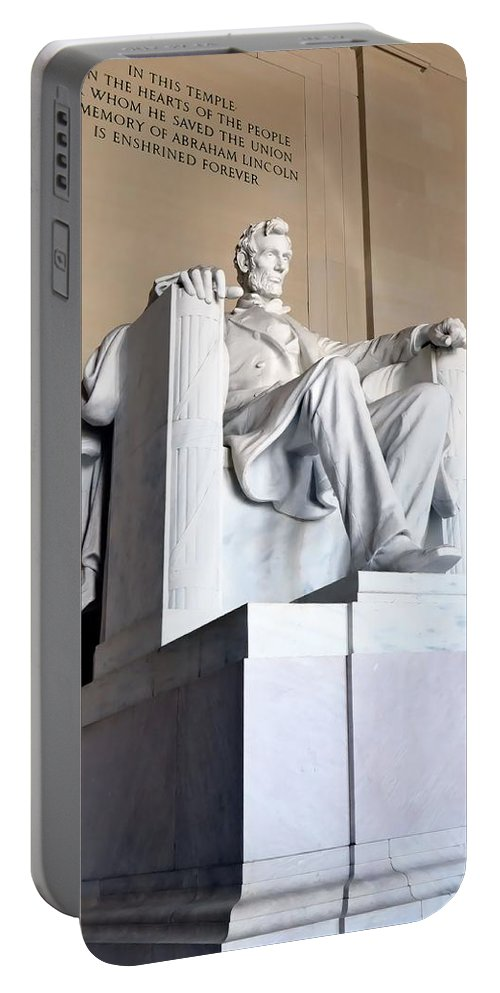 Lincoln Portable Battery Charger featuring the photograph Lincoln Memorial by Kathy McCabe