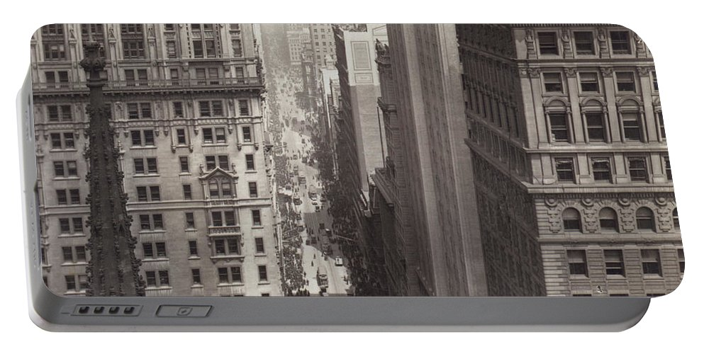 1917 Portable Battery Charger featuring the photograph Looking Up Broadway In Nyc by Underwood Archives