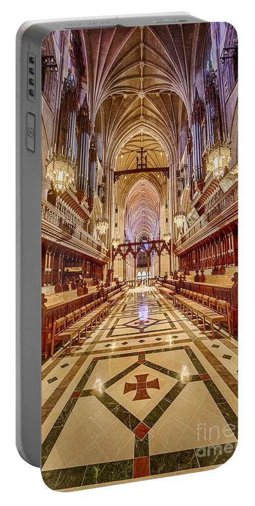 Washington Portable Battery Charger featuring the photograph Magnificent Cathedral Iv by Ray Warren
