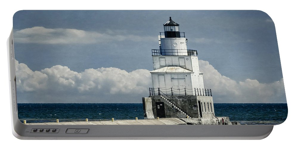 Architecture Portable Battery Charger featuring the photograph Manitowoc Breakwater Lighthouse by Joan Carroll