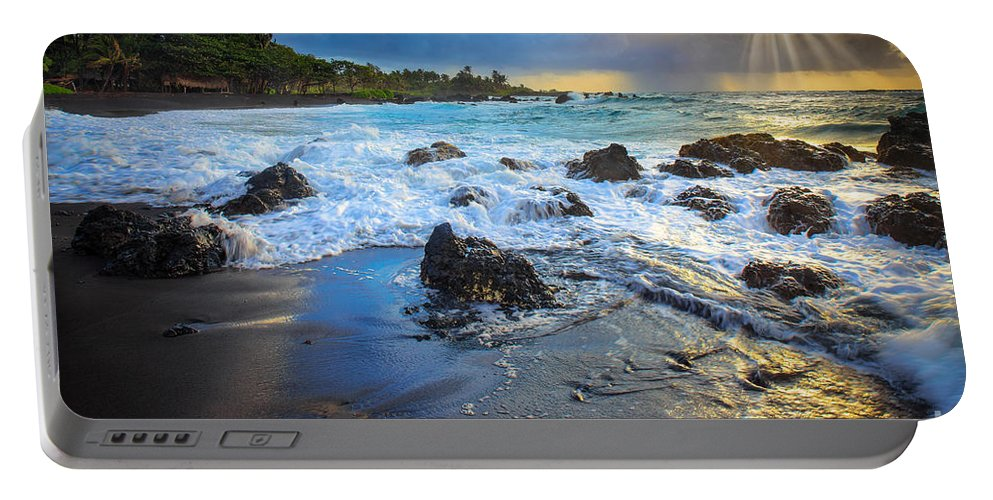 America Portable Battery Charger featuring the photograph Maui Dawn by Inge Johnsson