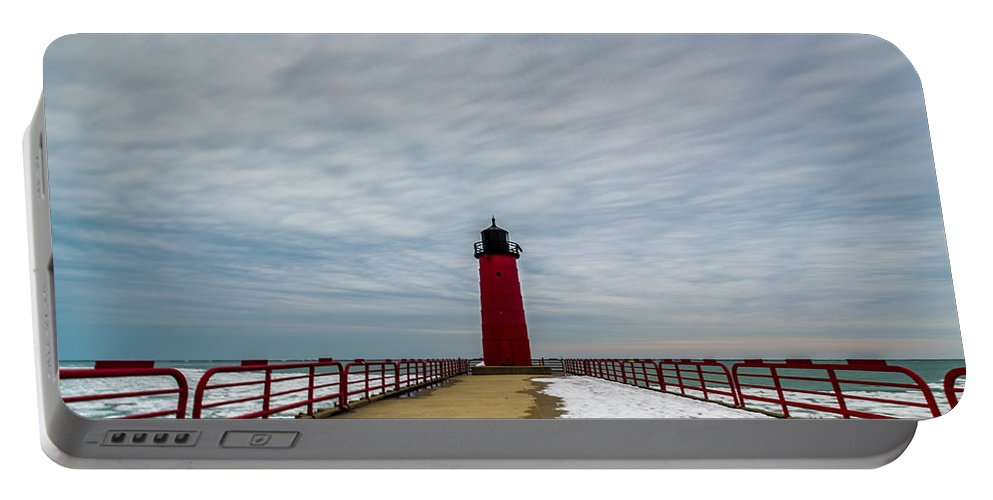 Great Lakes Portable Battery Charger featuring the photograph Milwaukee Pierhead Light by Randy Scherkenbach