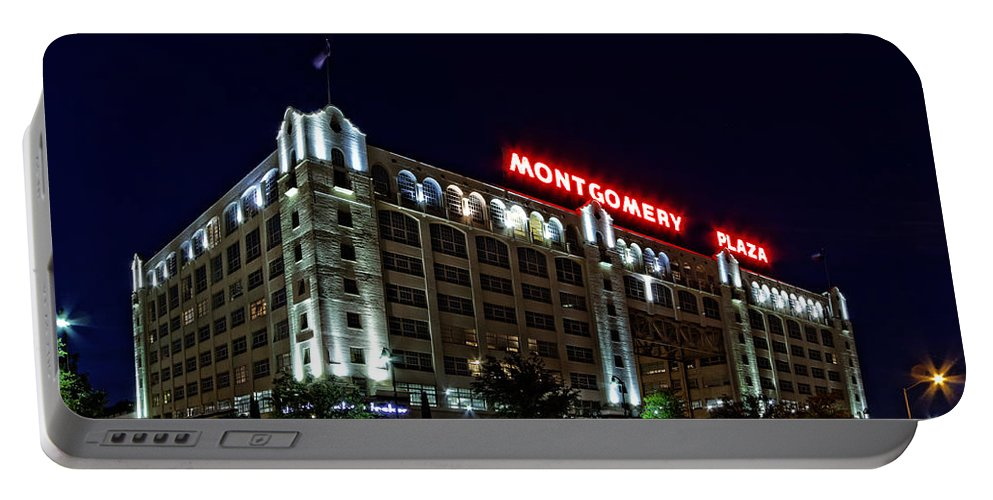 Montgomery Plaza Portable Battery Charger featuring the photograph Montgomery Plaza Fort Worth by Jonathan Davison