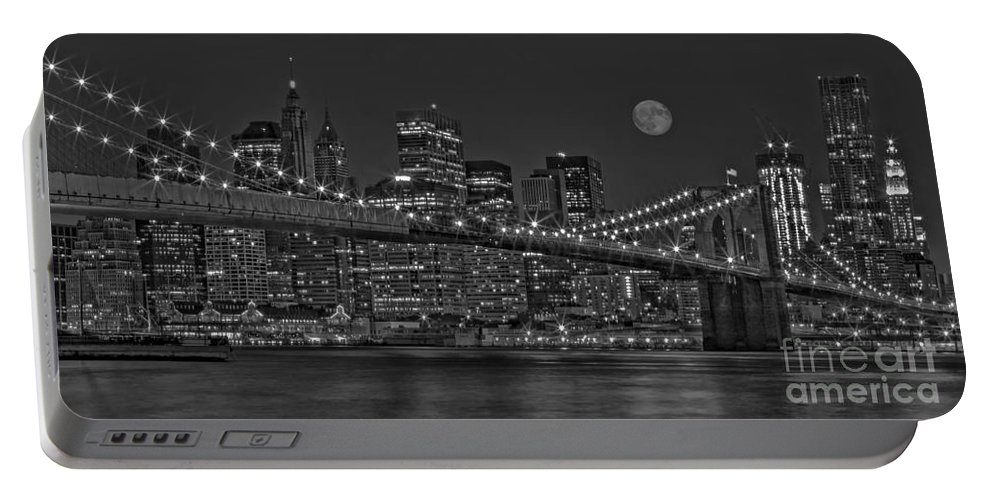 Brooklyn Bridge Portable Battery Charger featuring the photograph Moonrise Over The Brooklyn Bridge Bw by Susan Candelario