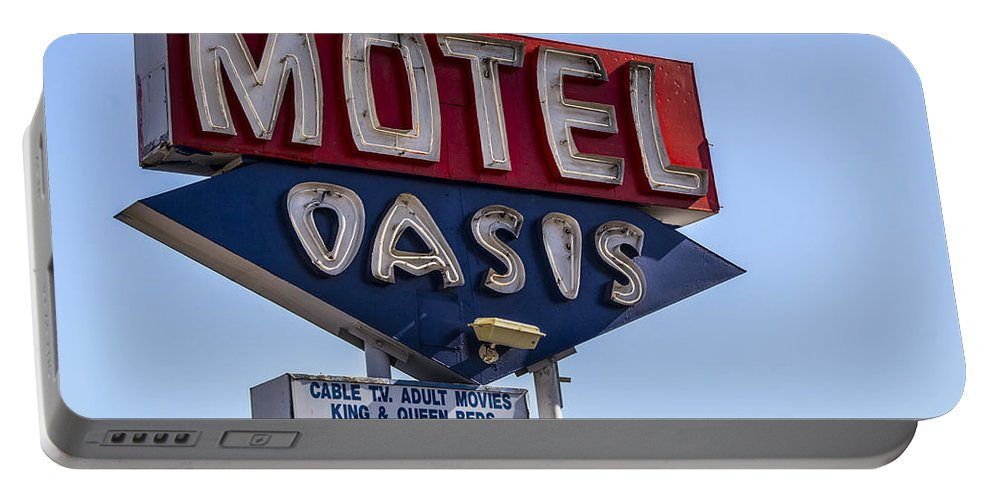 Route 66 Portable Battery Charger featuring the photograph Motel Oasis by Angus Hooper Iii
