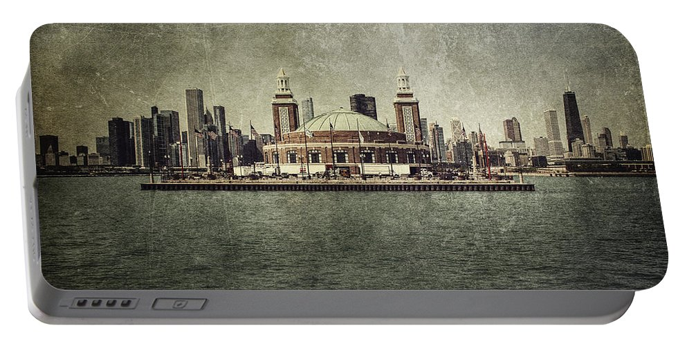 Chicago Portable Battery Charger featuring the photograph Navy Pier by Andrew Paranavitana