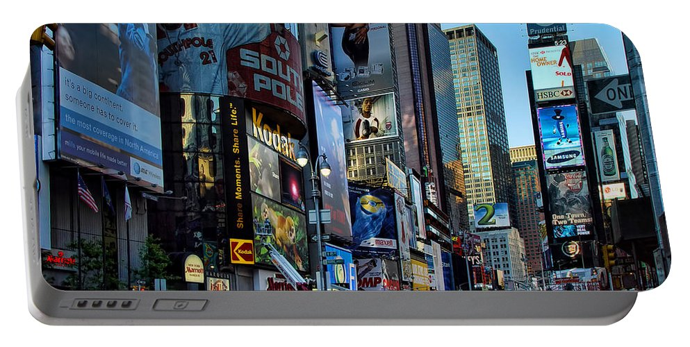 American Flag Portable Battery Charger featuring the photograph New York Rush Hour by New York