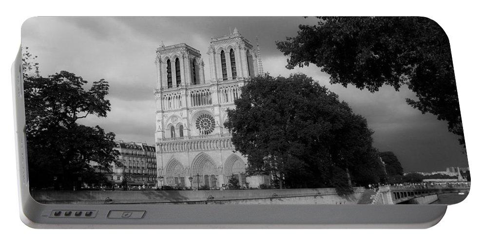 Paris Portable Battery Charger featuring the photograph Notre Dame De Paris 2b by Andrew Fare
