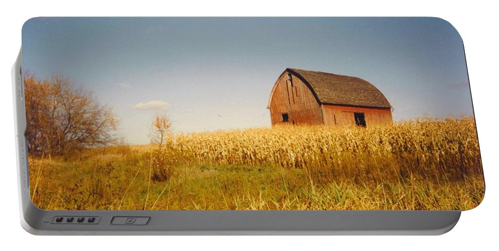 Weathered Barn And Corn Field Portable Battery Charger featuring the photograph Old Barn by Robert Floyd