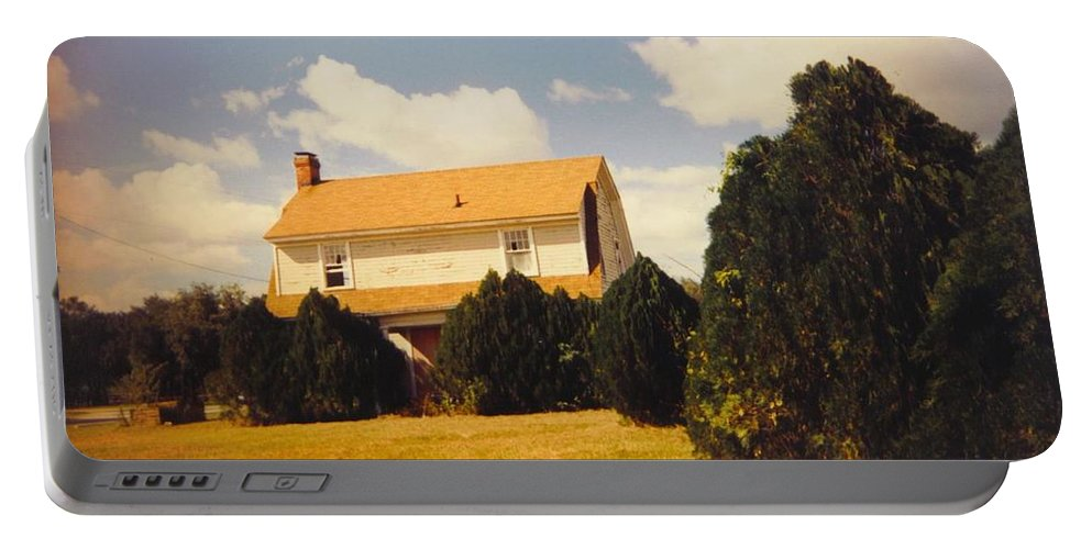 Was On Pine Island Road In Ft.myers Portable Battery Charger featuring the photograph Old Farmhouse Landscape by Robert Floyd