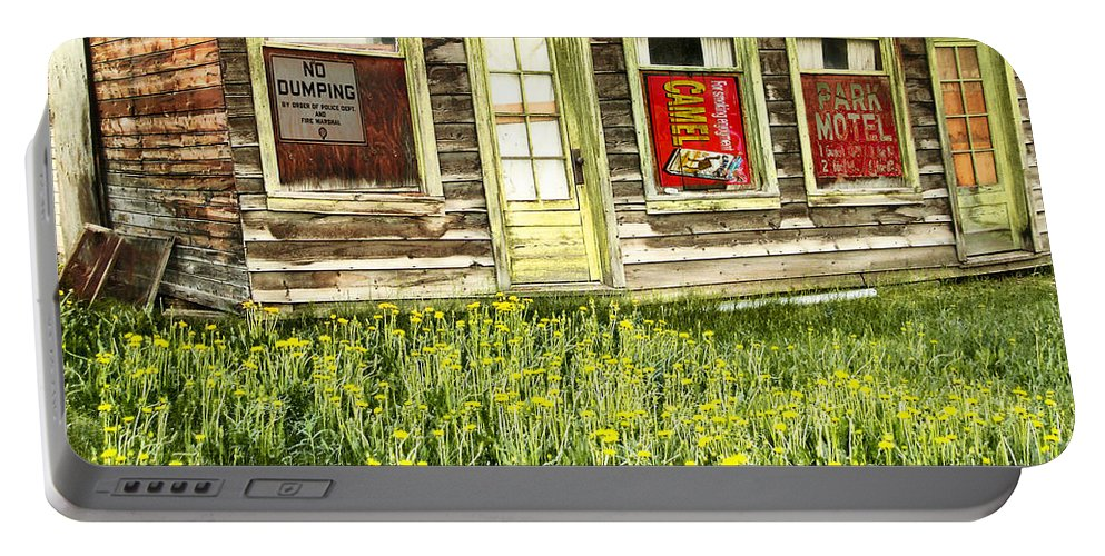 Buildings Portable Battery Charger featuring the photograph Old Park Motel by John Anderson