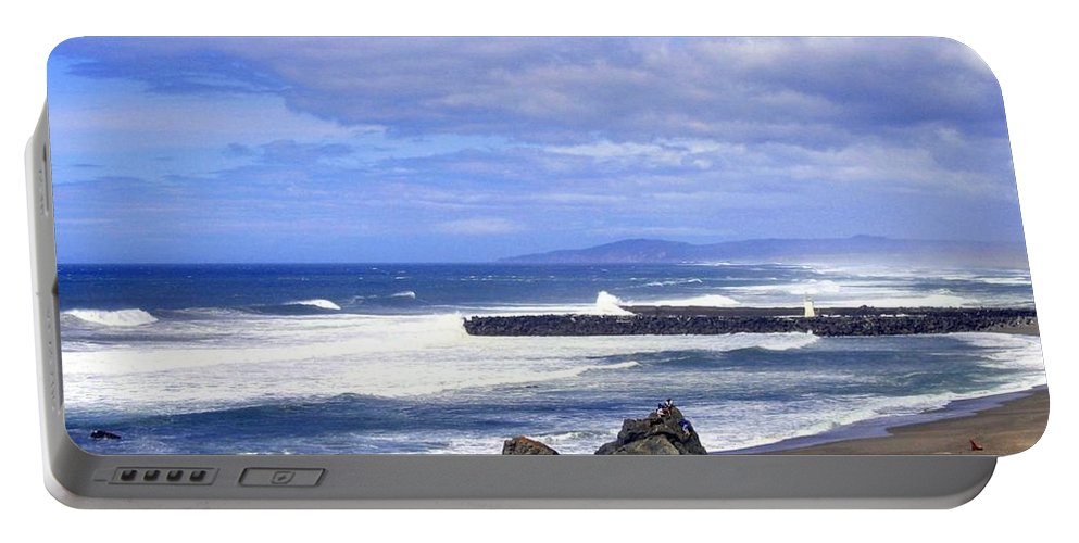 Oregon Breakers Portable Battery Charger featuring the photograph Oregon Breakers by Will Borden